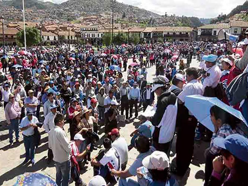 Gobierno declara ilegal paro de maestros en capital peruana
