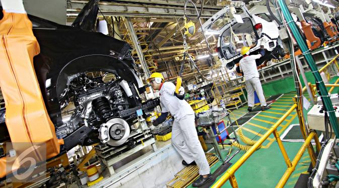 toyota motor manufacturing 2 essay The calculation demonstrates: 1) the decrease in per-shift production is close to 50 cars most of this can be blamed on the seat problem 2) overtime capacity will cost tmm in excess of $16,000 per shift due to producing the missing cars.
