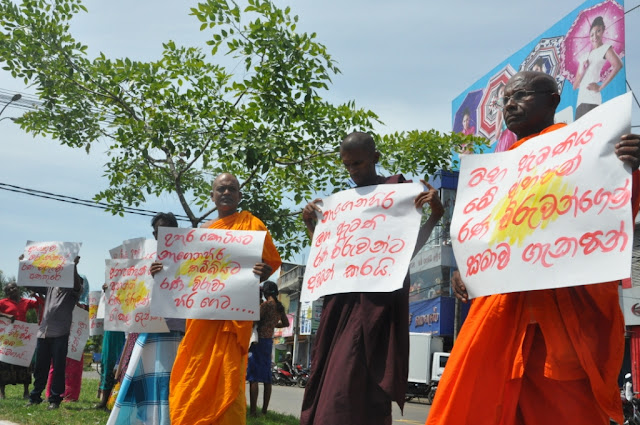 Protestors demand Chief Minister to make an apology