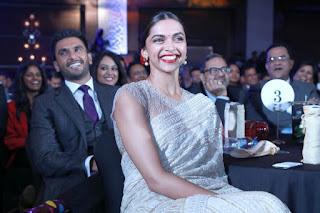 Deepika Padukone At Awards Function In White Saree (2)