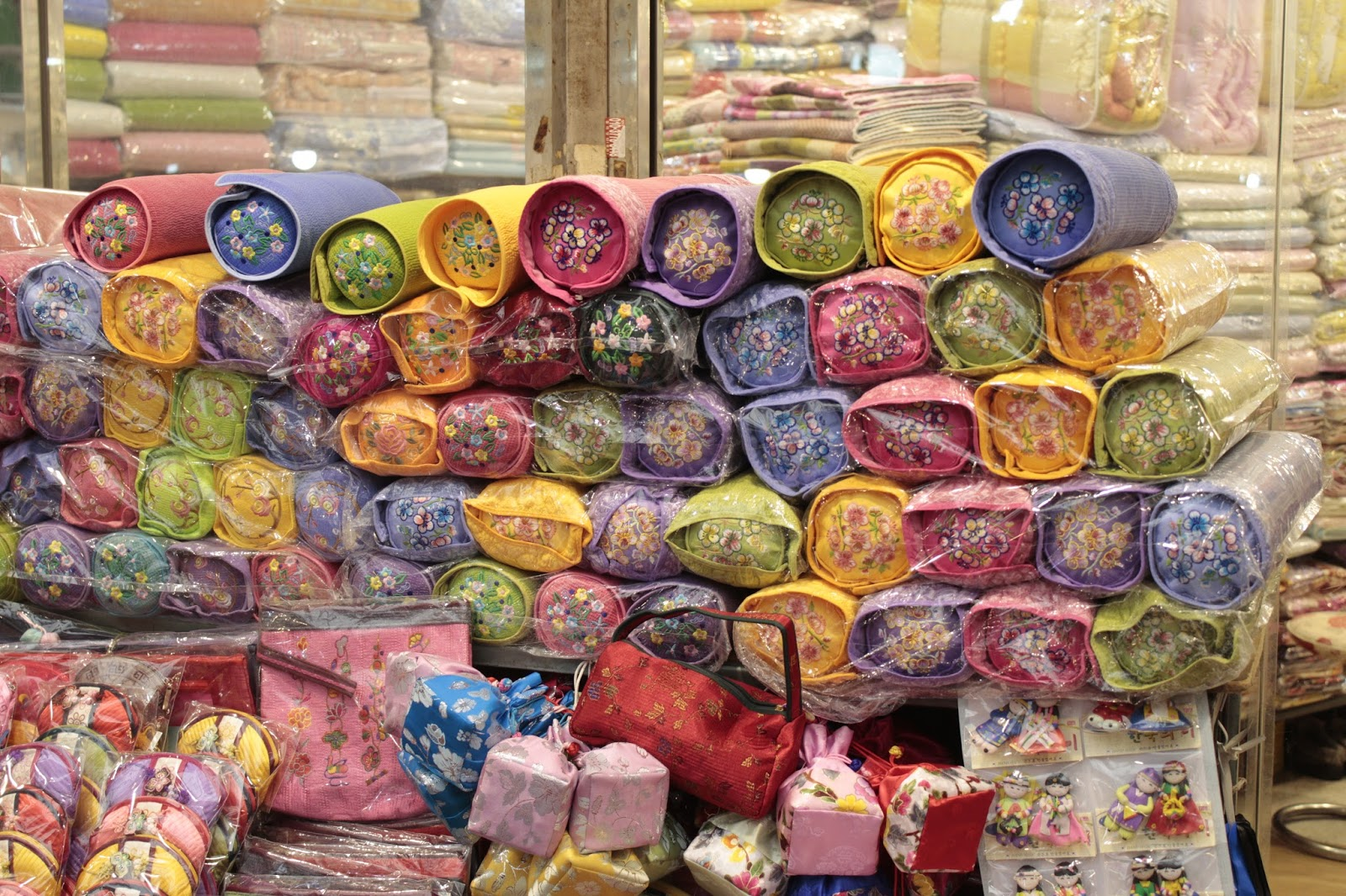 Traditional Korean Pillow : The Gwangjang Market in Seoul, South Korea (????) ~ Korea s Hidden Gem