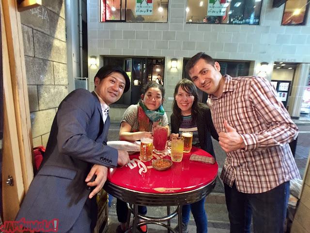 Cenando en Tokyo