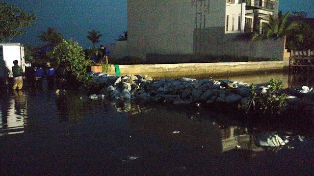Pasukan Biru Mulai Beraksi Sedot Banjir di Pantai Mutiara Jakarta