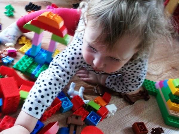 dziecko, zabawa, lego duplo, 2 latka