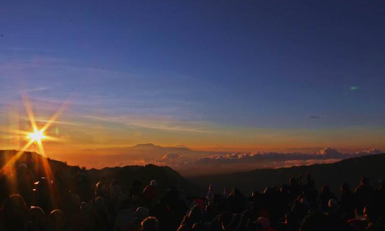 Sunrise di Pananjakan Menuju Kawah Bromo