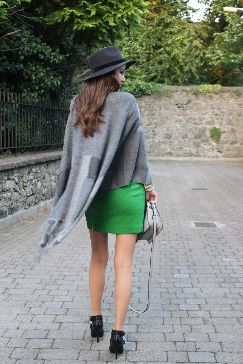 fall outfit, autumn outfit, hat and poncho