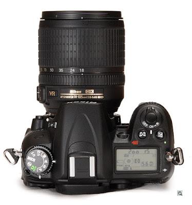 Nikon D7000 tampak atas, dilengkapi dengan LCD monochrome serta beberapa tombol pengaturan yang memili design elegan