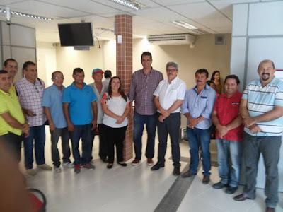 PREFEITO KELSEY FORTE E VEREADORES VISITAM  AGENCIA DO BNB DE ITAPAJÉ