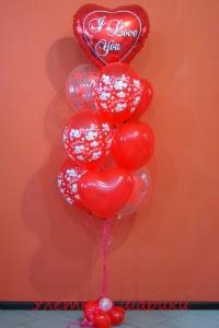 букет из воздушных шаров с сердечками