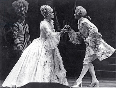 Valerie Masterson as Sophie and Sandra Browne as Octavian in Der Rosenkavalier at ENO in 1975