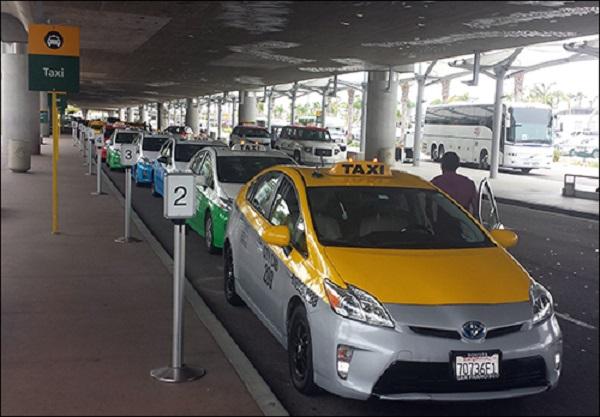 De táxi do aeroporto até o centro de San Diego