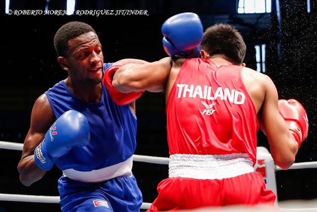 En fotografía de boxeo…tira antes del golpe!