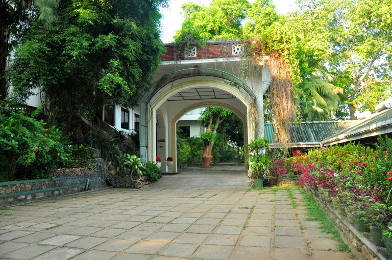 philipveerasingam: Sights at 'Centauria Hotel', Embilipitiya