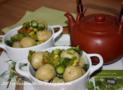 Gnocchi di ricotta e piselli con sugo alle zucchinette