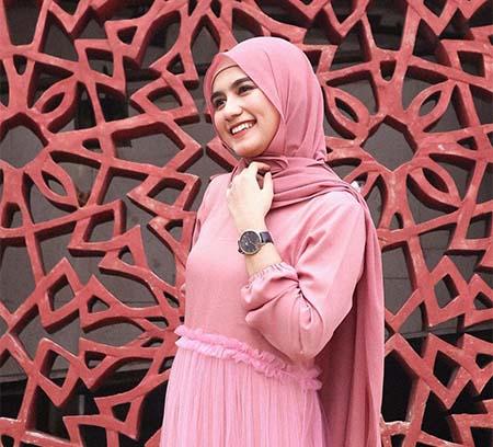 Nadhea Tanj Pakai Hijab Pink