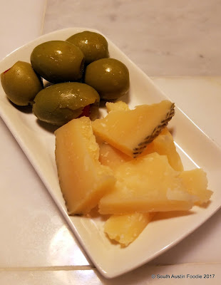 El Chipiron olives + manchego cheese