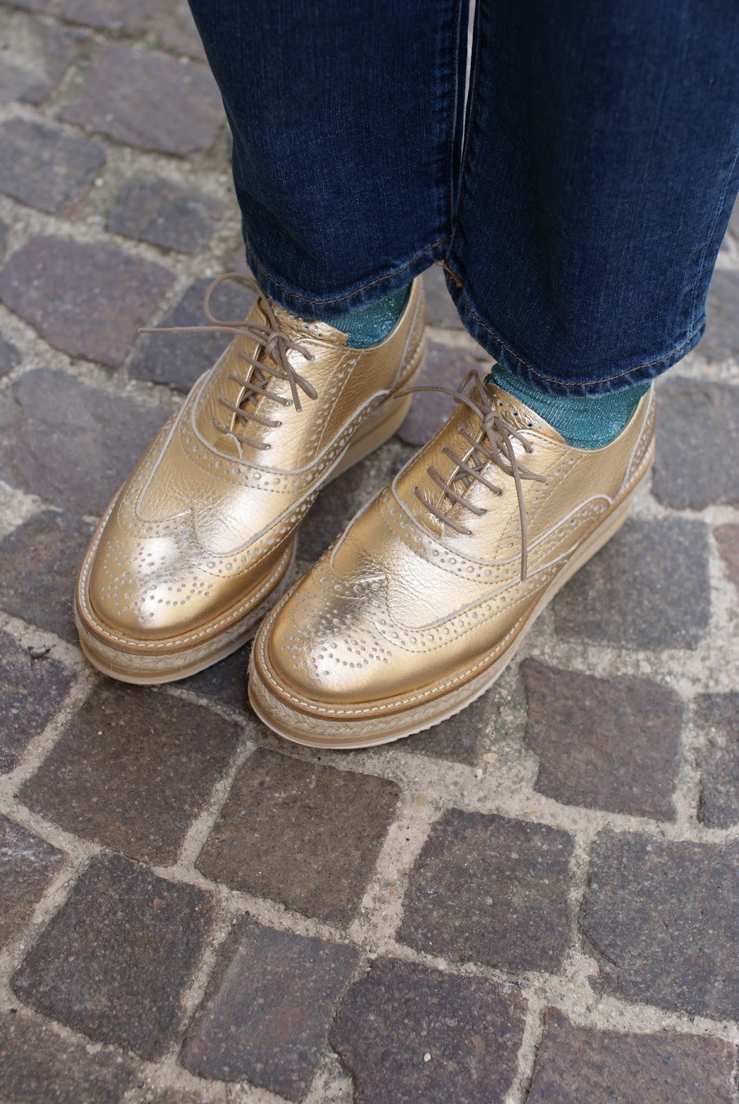 Made in Italy stringate donna dorate, Lorenzo Mari golden brogues on Fashion and Cookies fashion blog, fashion blogger style