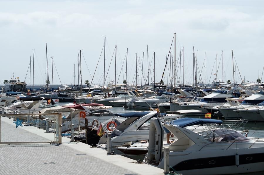 Blog + Fotografie by it's me! - Reisen - La Isla Blanca Ibiza, Santa Eularia - Marina mit Yachten