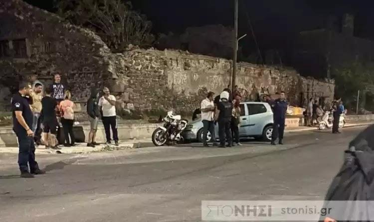 Λέσβος: Αυτοκίνητο έπεσε πάνω σε πολίτες που διαμαρτύρονταν για την ύποπτη φωτιά (video)