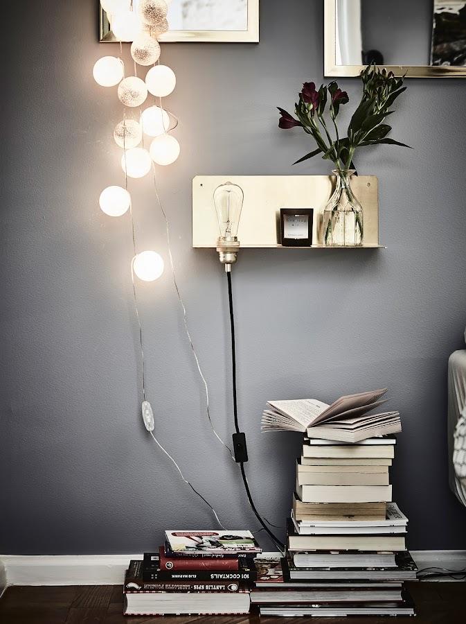 guirnalda de luces, dormitorio estilo nordico, bolas de hilo, espejos, pared gris, estilo nordico, decoracion nordica, estilo escandinavo, interiorismo, barcelona, alquimia deco