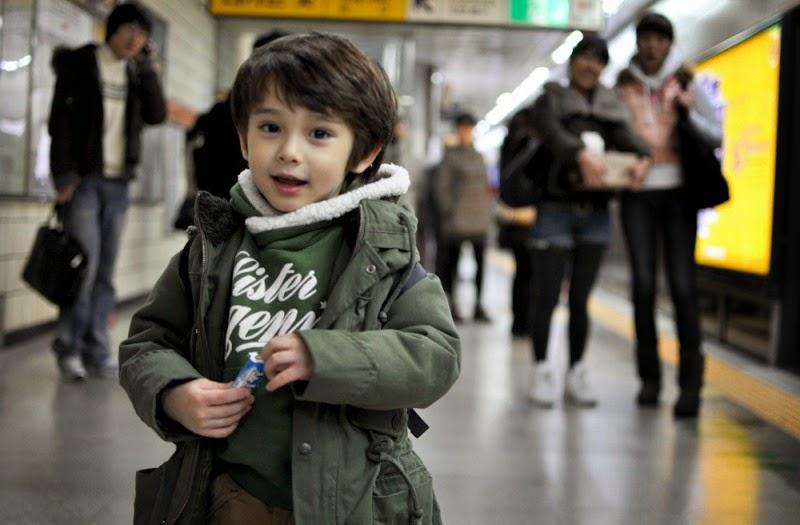 Foto Dennis Kane bocah laki-laki paling tampan di dunia keren banget gayanya