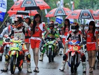 Gambar Dan Harga Sepatu Balap Motor Road Race Terpopuler