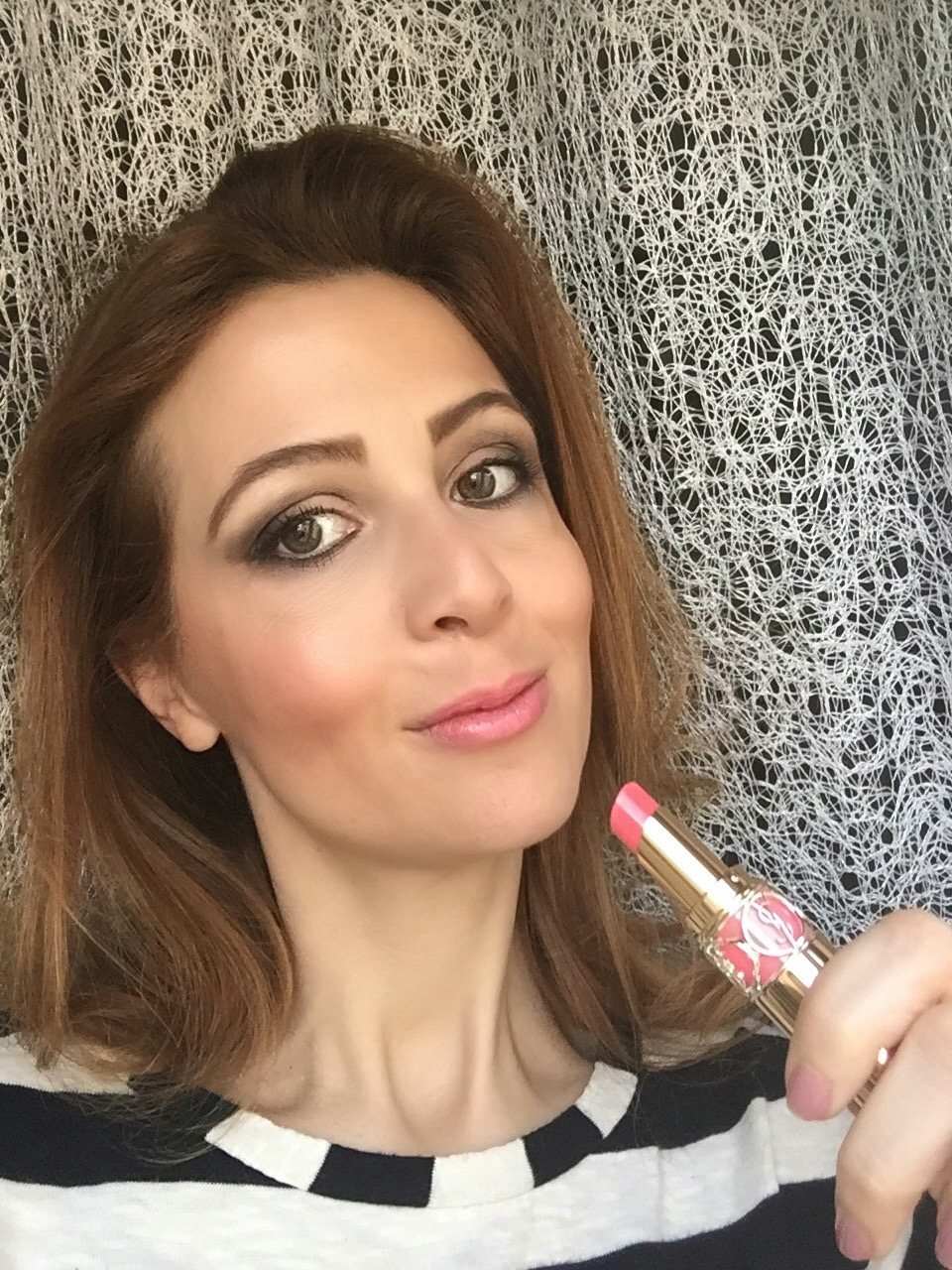 YSL Rouge Volupté Shine lipstick selfie corail a porter n Fashion and Cookies beauty blog, beauty blogger