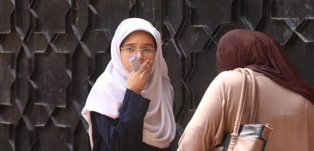 بين دموع الطلاب وشكاواهم