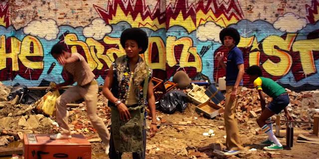 meninos próximo a pichações the get down netflix