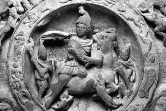 Mitra en las Legiones Romanas