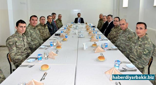 DİYARBAKIR-Diyarbakır'da her hafta pazartesi günü gerçekleştirilen Güvenlik Koordinasyon Toplantısı, bu hafta Lice İlçe Jandarma Komutanlığına bağlı Üçdamlar Jandarma Karakol Komutanlığı'nda yapıldı.
