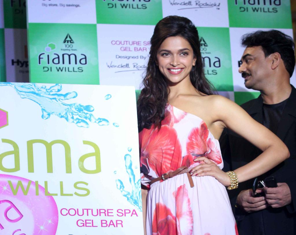 Deepika Padukone Hot Smiling Photos In Red Dress