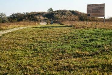 Aspecte ale tumulului roman de lângă Monumentul de la Adamclisi
