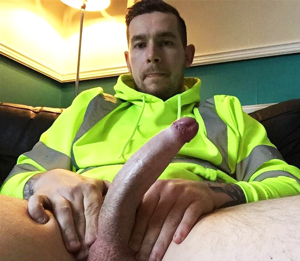 Naked Amateur Guys Hung Tradie-4337