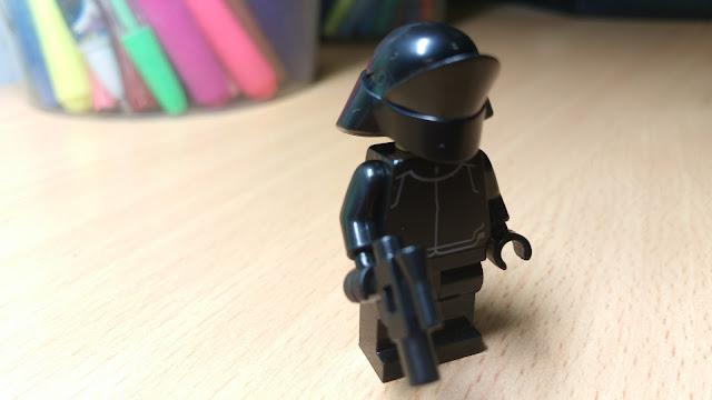 Фигурка лего в чёрном шлеме первого ордена звездные войны купить