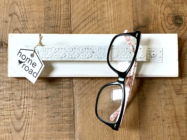A place to organize your eyeglasses