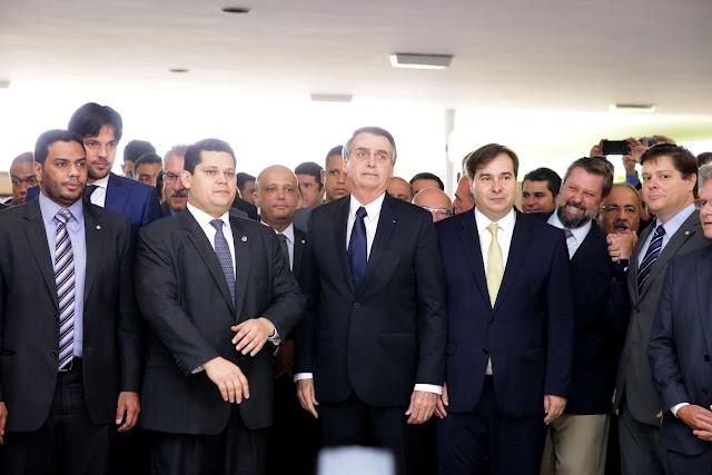 Bolsonaro entrega proposta da reforma da Previdência na câmara