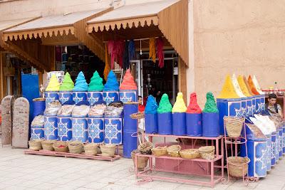 Торговля пряностями в Марракеше, Марокко