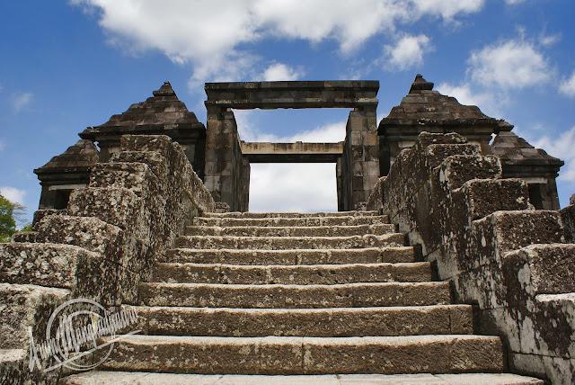 Gerbang kedua Candi Ratu Boko