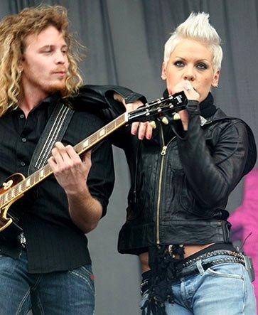 Foto de Pink cantando en el escenario