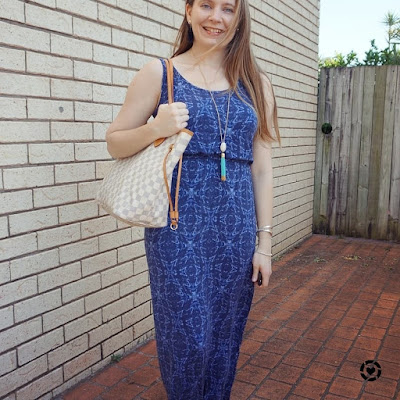 summer SAHM style outfit maxi dress and Louis Vuitton neverfull damier azur MM tote