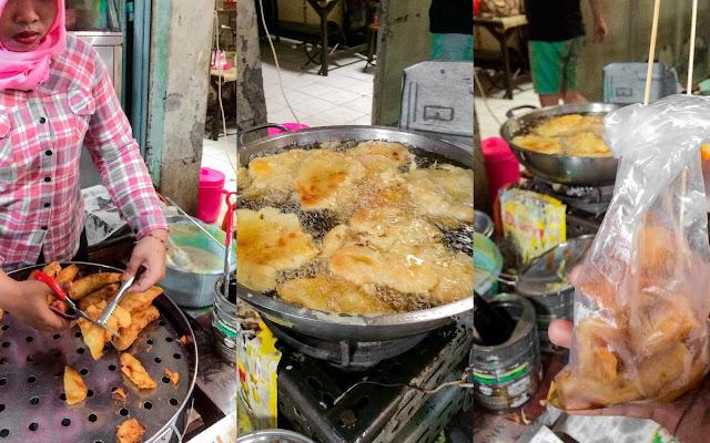 penjual cempedak goreng di glodok