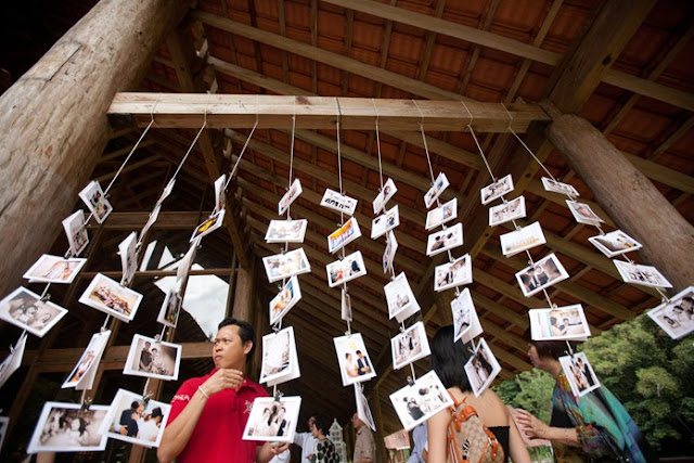 display wedding photos with string