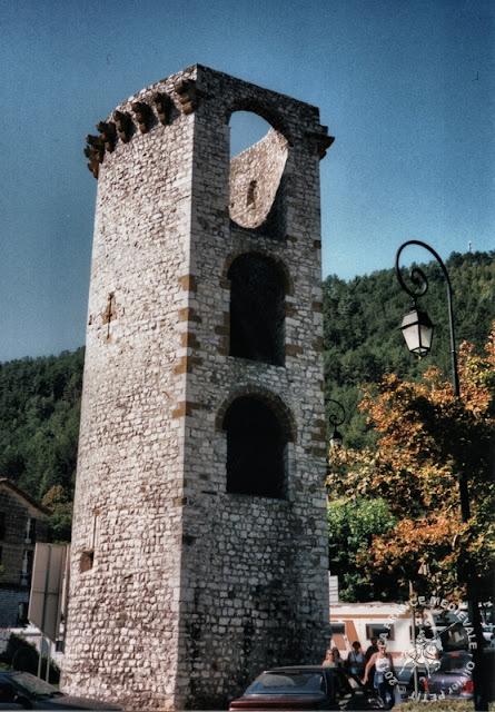 SISTERON (04) - Remparts médiévaux