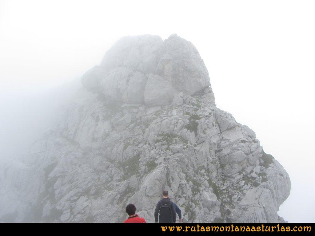 Travesía Pan de Carmen, Jou Santo, Vega de Justigallar: Camino a la cima del Atiquera