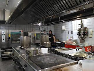 alocados en la cocina la mar salada