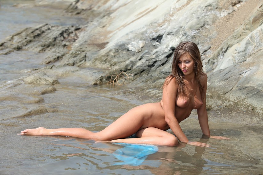 Zemani Kira A Wet Swimsuit 2 sexy girls image jav