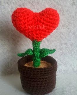 http://artefriki.blogspot.com.es/2015/01/planta-corazon-patron-gratis.html