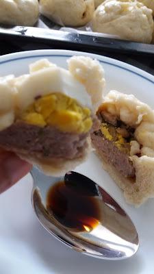 Bánh bao - Brioche à la vapeur farcie au porc et champignons ; Bánh bao - Brioche à la vapeur farcie au porc et champignons
