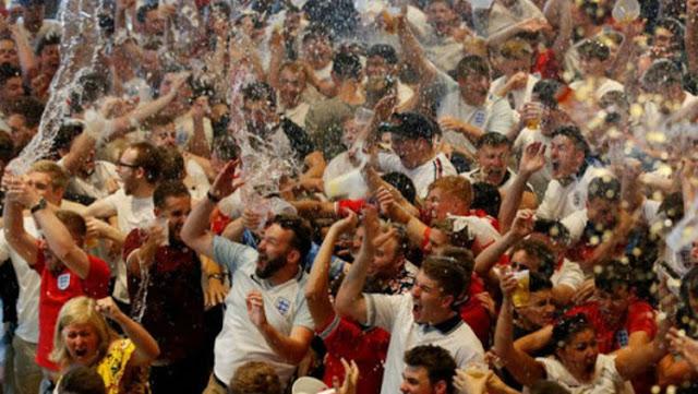 Piala Dunia 2018 : Fans Inggris Menggila Usai Laga Melawan Swedia